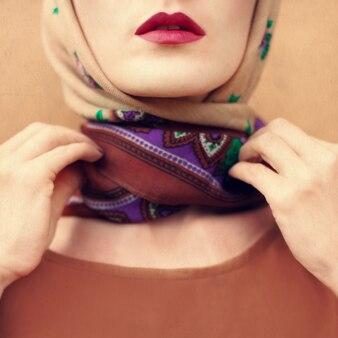 スカーフの女の子のビンテージ写真