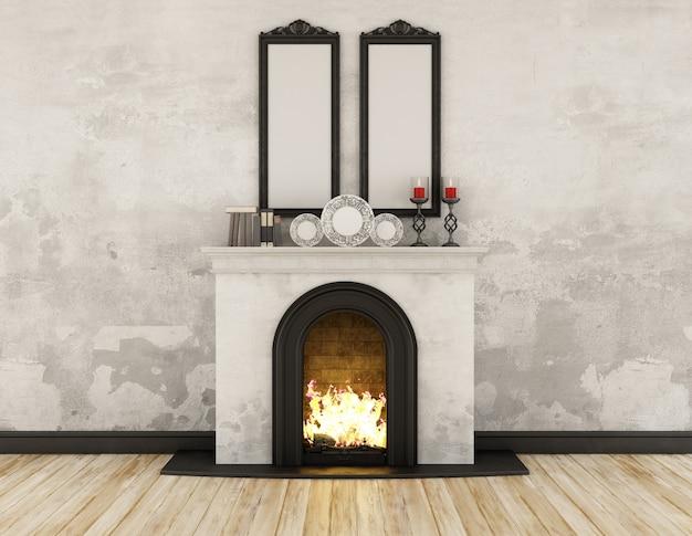 暖炉の空白の額縁と古い壁のビンテージルーム