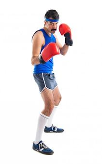 Sportman d'epoca con guanti di pugilato