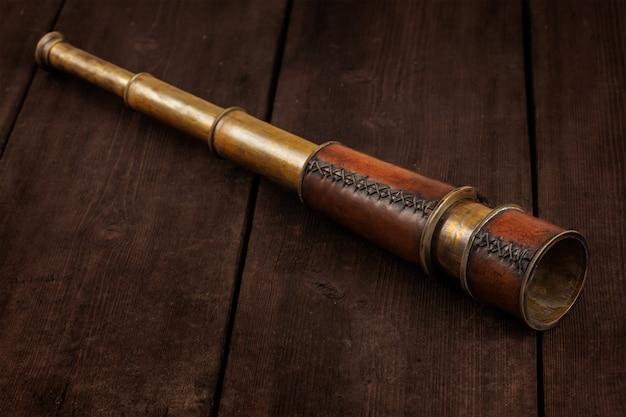 Винтажная подзорная труба