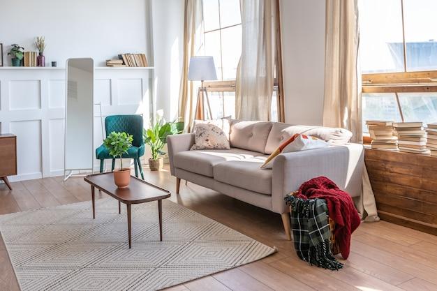 Винтажный интерьер квартиры-студии в светлых тонах в старом стиле