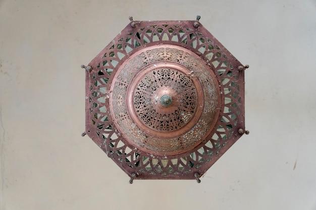 자이푸르, 인도, 빈티지 컨셉의 빈티지 스타일 황동 램프.