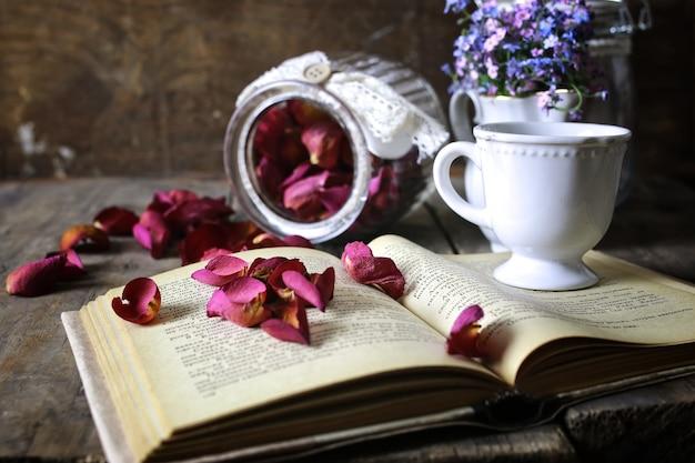 빈티지 차 장미 마른 꽃잎