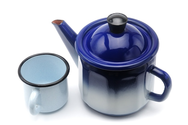 分離されたマグカップと青のヴィンテージティーポット