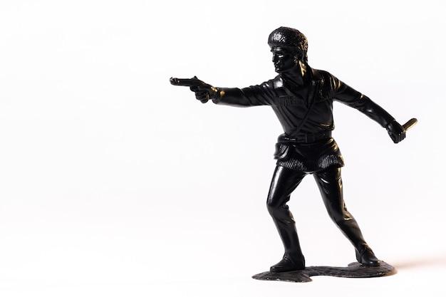 Винтажная игрушка черный солдат, изолированные на белом фоне.