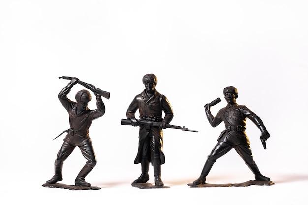 Винтажные игрушки черные солдаты изолированы
