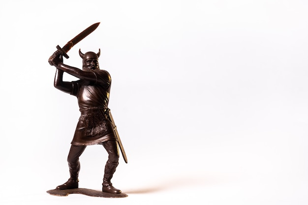 빈티지 장난감 갈색 바이킹 군인 절연