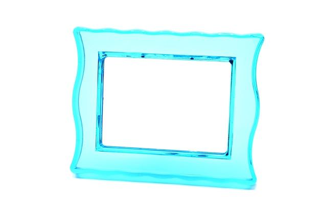 孤立した白い背景の上のヴィンテージの透明なプラスチックターコイズ色のフォトフレーム。 Premium写真