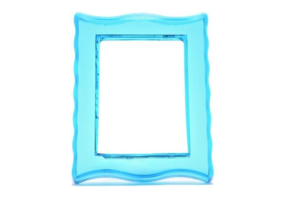 孤立した白い背景の上のビンテージ透明なプラスチックターコイズ色のフォトフレーム。