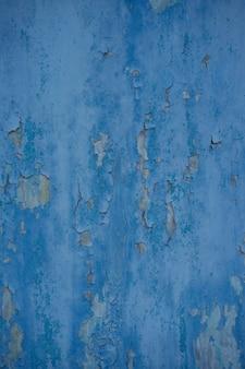 ヴィンテージの木製の壁のテクスチャ背景と青い剥離ペイント。