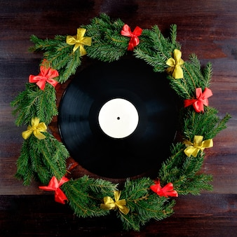 Виниловая пластинка в рождественском стиле