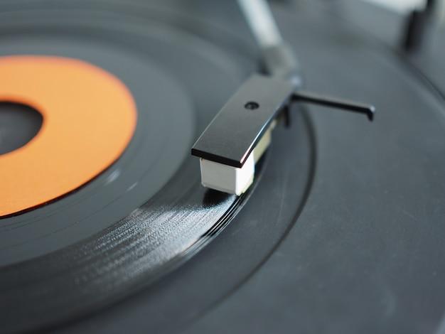 ターンテーブルのビニールレコード