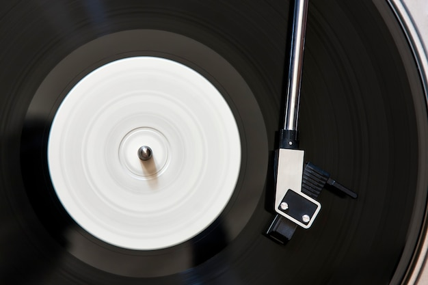 Vinyl turntable with spinning lp record