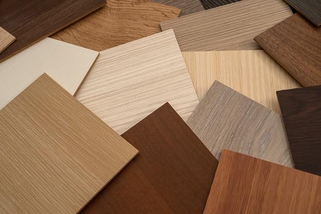 デザインのためのさまざまな種類の木の質感を持つビニールの木のサンプル