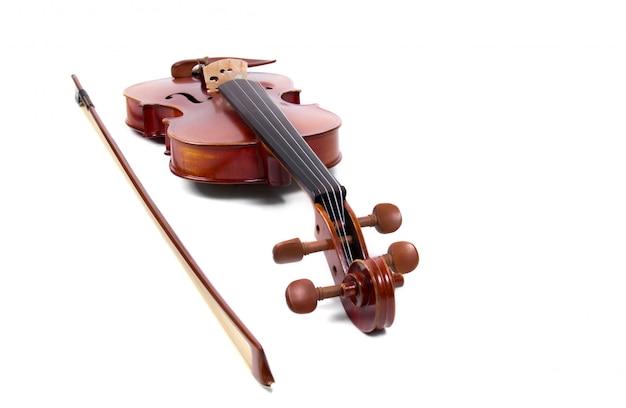 바이올린과 흰색 배경에 활 무료 사진