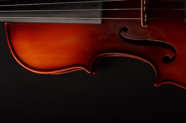 블랙에 바이올린