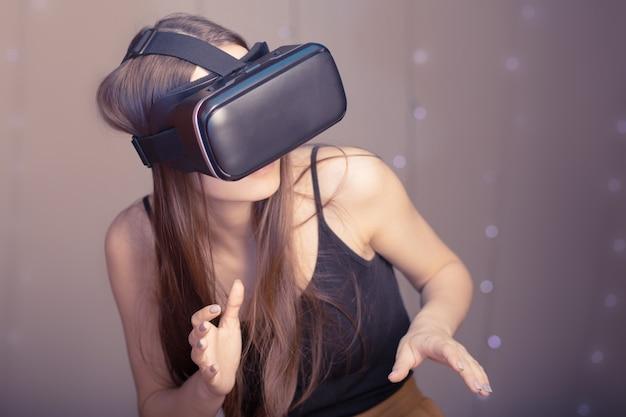 가상 현실과 가제트 및 비디오 게임의 디지털 세계.