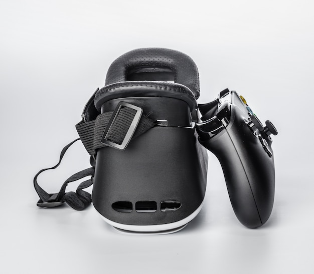 Virtual reality glasses and game pad