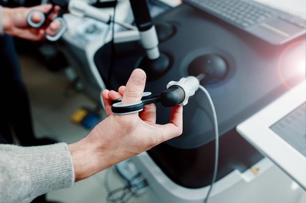 물리학 훈련에서 외과 의사 로봇 기술의 학생들을 위한 가상 수술 시뮬레이터