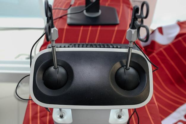 Виртуальный хирургический тренажер для студентов-хирургов роботизированных технологий на обучении