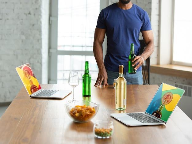 Виртуальное общение с друзьями, празднование и распитие алкоголя все встречи на удалении