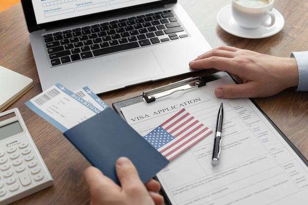 Состав заявления на визу с американским флагом