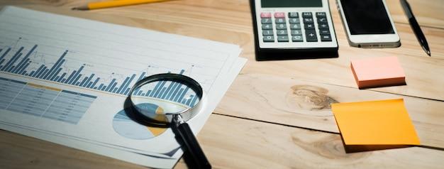 机の上の紙のグラフで作業するためのビジョン
