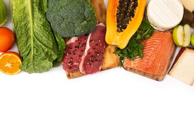 白い背景で隔離の食品中のビタミンa