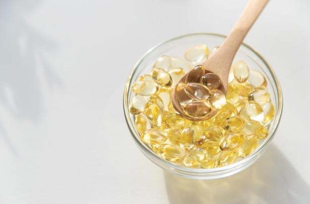 Витамин е в жирорастворимых капсулах.