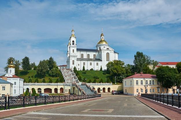 Витебск, беларусь, свято-успенский собор на успенской горе