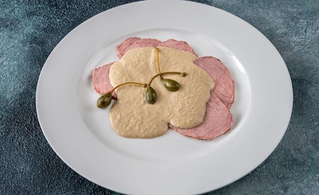 ヴィテッロ トンナート - 仔牛の薄切りのイタリア料理
