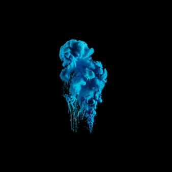 Goccia di inchiostro blu vivido in acqua scura
