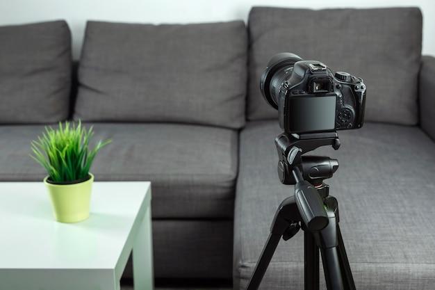 オンラインの職業、ブロガーの職業、vlogを撮影するための一眼レフカメラ