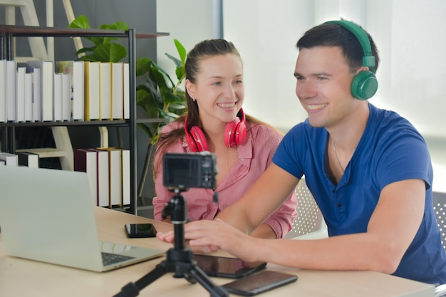 Vloggerインターネットスターマーケターブロードキャストスタートアップ中小企業