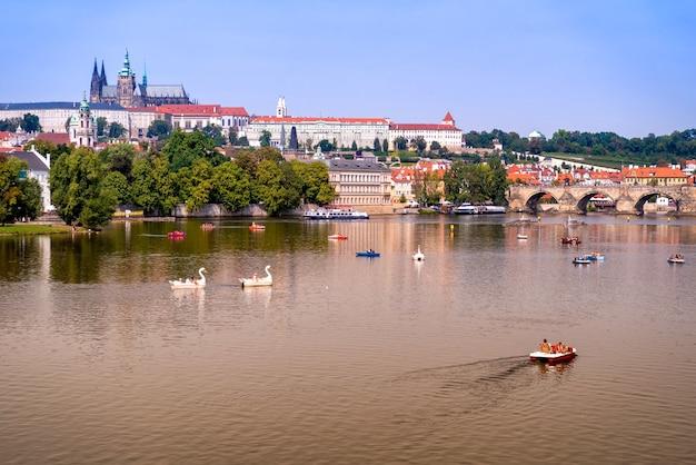 블타바 강, 카를교, 성 비투스 대성당 및 프라하 성