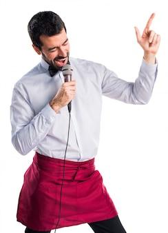 Cameriere servizio uniforme uomo voce