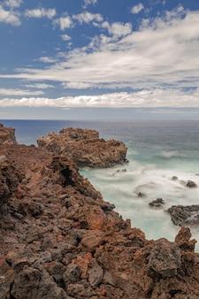 Береговая линия вулканических пород, остров эль йерро, канарские острова, испания
