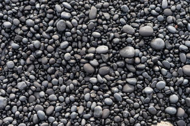 黒砂のビーチアイスランドの火山岩