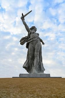 Volgograd, russia - april 03, 2021: motherland calls monument. memorial complex mamayev kurgan. sculpture motherland calls on mamayev kurgan on the background of cloud sky.