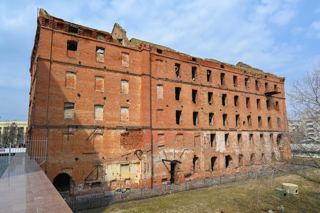 Volgograd, russia - may 30, 2021: the ruins of the mill. gerhardt's mill, or grudinin's mill - a steam mill building destroyed during the days of the battle of stalingrad and not restored.