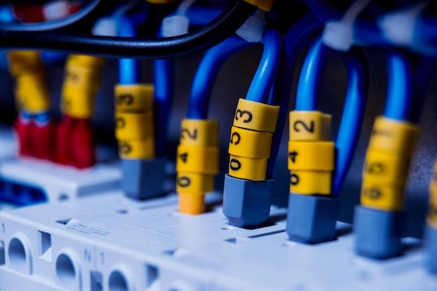 Щит напряжения с выключателями.