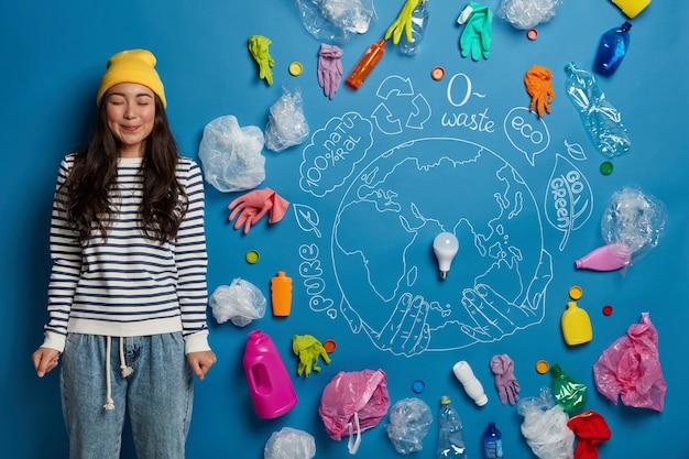 Concetto di volontariato per la protezione dell'ambiente con attivista della giovane donna