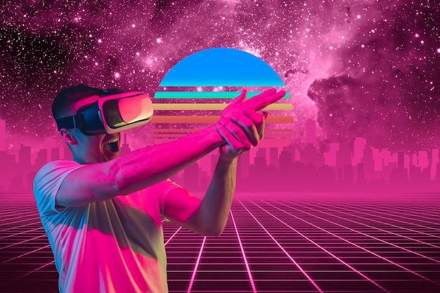 Vr-игры. красивый фон, синти-волна и ретро-волна, футуристическая эстетика паровой волны. ультрафиолет, человек с устройством в светящемся неоне. стильный флаер для рекламы, предложения, ярких цветов и вида на город.