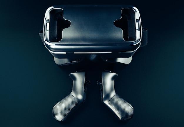 黒いテーブルの上のvr仮想現実メガネ。