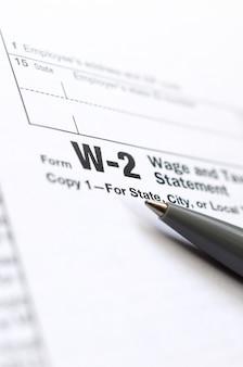 ペンは納税申告書w-2 wage and tax statementにあります。税金を払う時間