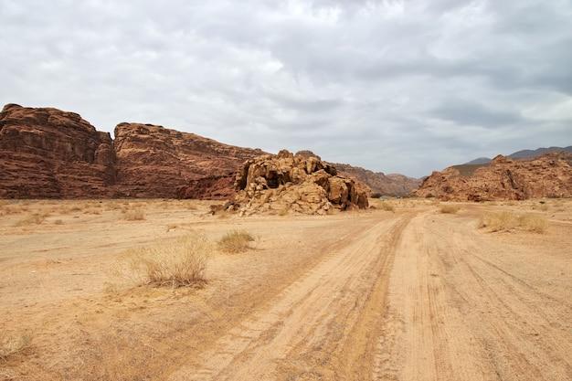 Вади дисах, каньон аль-шак, саудовская аравия