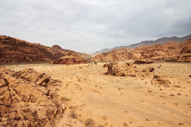 Каньон вади дисах аль шак саудовская аравия