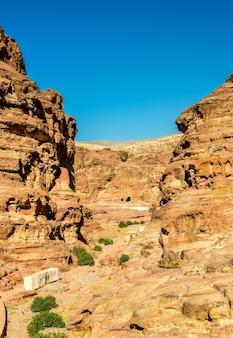 Вади джейхун, путь к монастырю эль дейр в петре - иордания