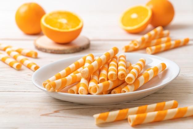 Вафельный рулетик со вкусом апельсина и сливок