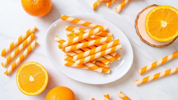 Вафельные трубочки со вкусом апельсина и сливок